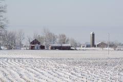 Mittelwesten-Bauernhof an einem winterlichen Tag Stockfotos