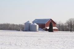 Mittelwesten-Bauernhof an einem winterlichen Tag Lizenzfreies Stockbild