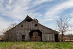 Mittelwesten Hay Barn Lizenzfreie Stockfotos