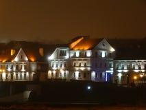 Mitten av Minsk är en gammal stad i nattljuset royaltyfri fotografi
