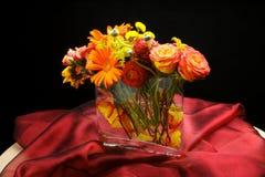 mitten blommar stycktabellbröllop Royaltyfria Bilder