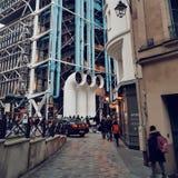 Mitten Pompidou, Deconstructionarkitektur i paris royaltyfria foton