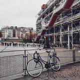 Mitten Pompidou, Deconstructionarkitektur i paris royaltyfri bild