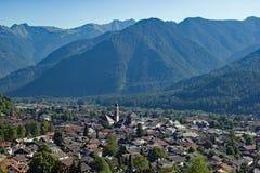 Mittenwald dans les alpes bavaroises Image libre de droits