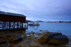 Mitternacht in den lofoten Inseln Stockbilder