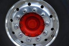 Mitthjul av en lastbil Royaltyfri Bild