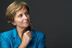 Mittlere erwachsene Geschäftsfrau Stockbild
