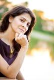 Mittlere gealterte Frau in dem See Stockbild