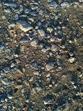 Mittlere und kleine Kiessteine im Boden - Hintergrund und Beschaffenheit lizenzfreies stockfoto