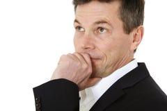 Mittlerer gealterter Mann überlegt eine Entscheidung Lizenzfreies Stockbild
