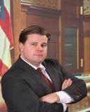 Mittlerer gealterter Mann in einem Gerichtssaal lizenzfreie stockfotos
