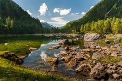 Mittlerer Gosausee in Austria di estate, rocce in acqua Fotografie Stock Libere da Diritti