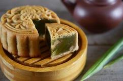 Mittlerer Herbstmondkuchen Stockfotos