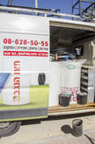 Mittlerer Ost-Mitzpe Ramon, Israel 29. Februar die Installation von neuen Solarwarmwasserbereiterfirmen Hom-Hanegev Lizenzfreie Stockfotos