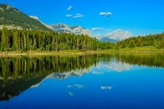 Mittlerer See, Bogen-Tal-provinzieller Park, Alberta, Kanada Stockbilder