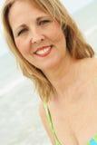 Mittleres gealtertes Frau headshot Stockbilder