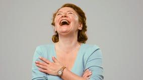 Mittleres gealtertes Schauspielerinlachen Lizenzfreies Stockbild