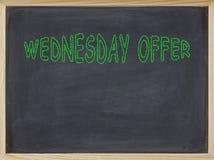 Mittwoch-Angebotfleisch geschrieben auf eine Tafel Lizenzfreie Stockfotografie