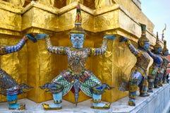 Mityczni demony ozdabiają ścianę Buddyjska świątynia Fotografia Stock