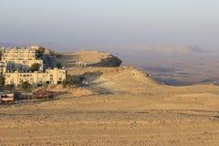 Mitzpe拉蒙峭壁的一个城市 库存图片