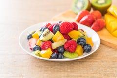 Mixed fresh fruits (strawberry, raspberry, blueberry, kiwi, mang. O) on white plate Royalty Free Stock Photos
