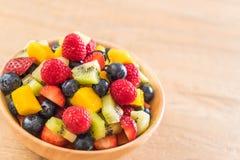 Mixed fresh fruits (strawberry, raspberry, blueberry, kiwi, mang. O) on wood bowl Royalty Free Stock Photos