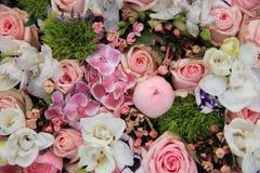 Mixed pink wedding arrangement Royalty Free Stock Photos