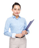 Mixed race indonesian businesswoman with clipboard Royalty Free Stock Photos