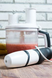 Mixer en vruchten en keukenruimte Stock Afbeeldingen