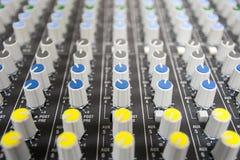 Mixeur son de contrôle de boutons Photo stock