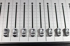 mixeur son en acier balayé argenté avec l coulissant différent images stock