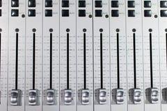 mixeur son en acier balayé argenté avec l coulissant différent photo libre de droits