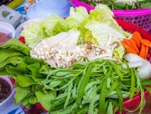 Mixex grönsak som är klar att tjäna som royaltyfria foton