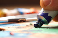 Mixing oil paint A Royalty Free Stock Photography