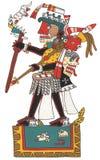 Mixtec krigare med den svarta hud- och skallehuvudbonaden Stå på plattformen som rymmer spjutet med ozeloten Arkivfoton