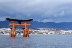 Miyajima är en helig plats för shinto och listat i världsarvet Arkivbild
