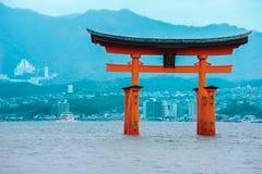 Miyajima glanst op het meer, Japan Stock Fotografie