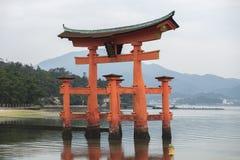 Miyajima, Hiroszima, Japonia przy spławową bramą Itsukushima świątynia Obraz Stock