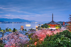 Miyajima, Japão na mola fotografia de stock