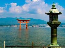 Miyajima torii i Japan royaltyfria bilder