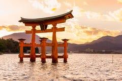 Miyajima Torii port, Japan arkivbilder