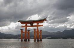 Miyajima Torii utfärda utegångsförbud för Arkivfoto