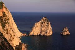 Mizithres-Felsen angesehen von Keri Lighthouse-Restaurant Stockfotos