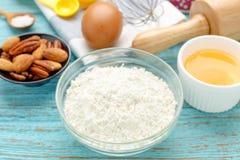 Mjöl med stekheta ingredienser Arkivbild