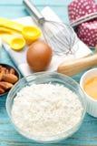 Mjöl med stekheta ingredienser på wood bakgrund Royaltyfria Bilder