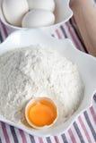 Mjöl- och äggrecept Royaltyfri Foto