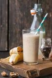 Mjölka banansmoothien royaltyfri fotografi