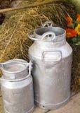 Mjölka behållare arkivbild