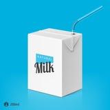 Mjölka eller fruktsaftpacken med att dricka sugrörmallen Arkivbild
