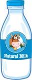 Mjölka flaskan med etiketten för tecknad filmkohuvudet Royaltyfri Bild